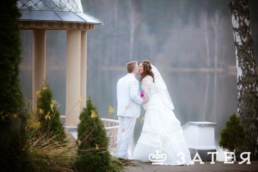 Свадьба на берегу озера