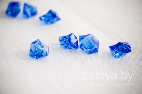 Кристаллы цвета ультрамарин