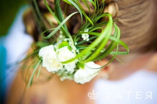 флористические украшения в прическу