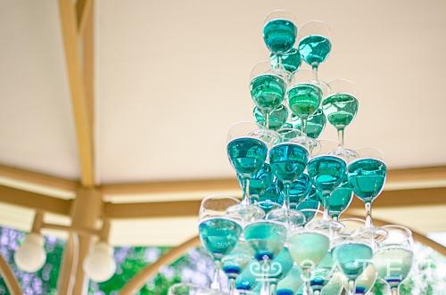 бирюзовая пирамида из шампанского