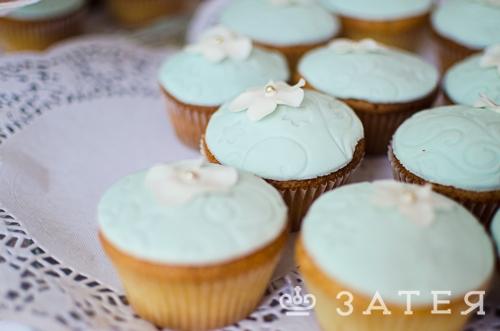 тематические пироженные на свадьбе
