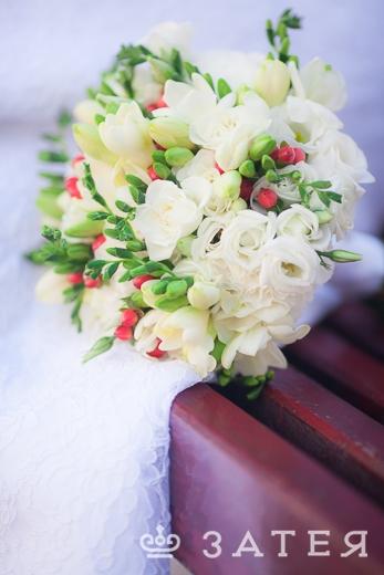 свадебный букет с фрезией