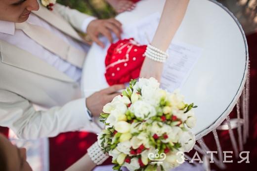 церемония регистрации брака на природе