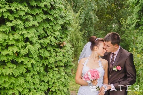 ионовидные розы в оформлении свадьбы