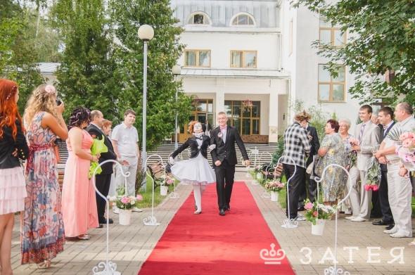 красная дорожка на свадьбе