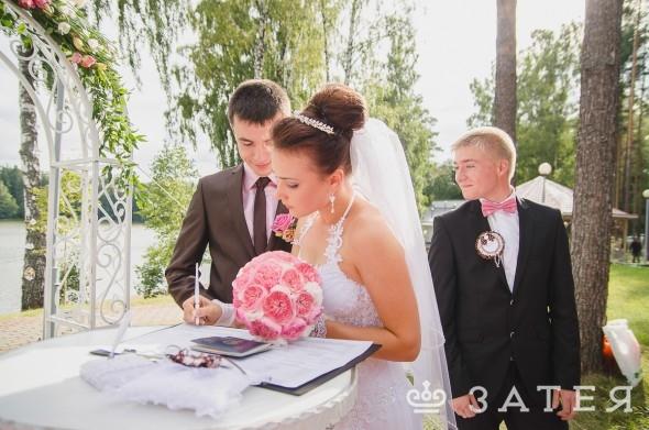 пионовидные розы в оформлении свадьбы