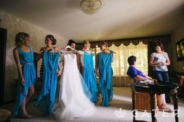 сборы невесты в красивом особняке