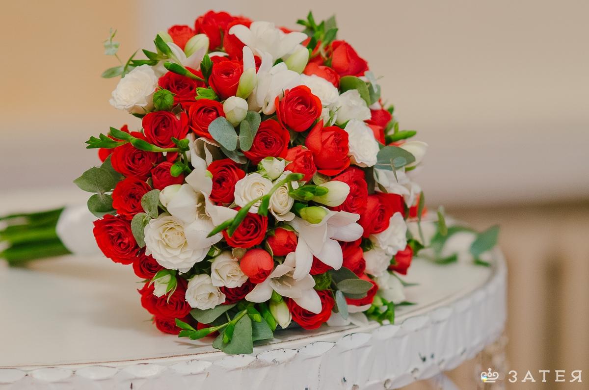 Букет свадебный фото красно-белый