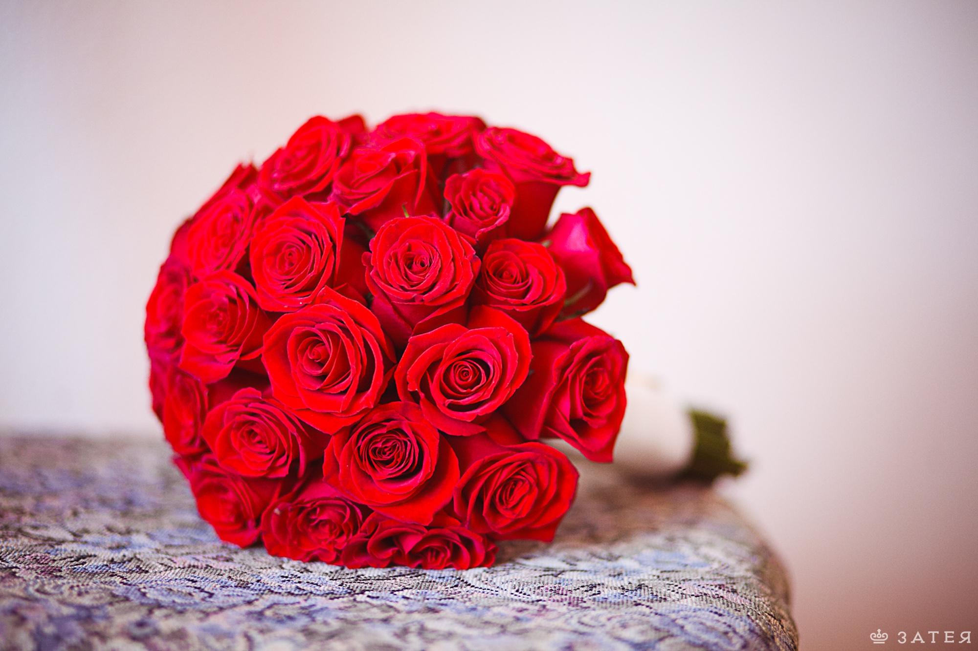 букет для невесты из красных роз