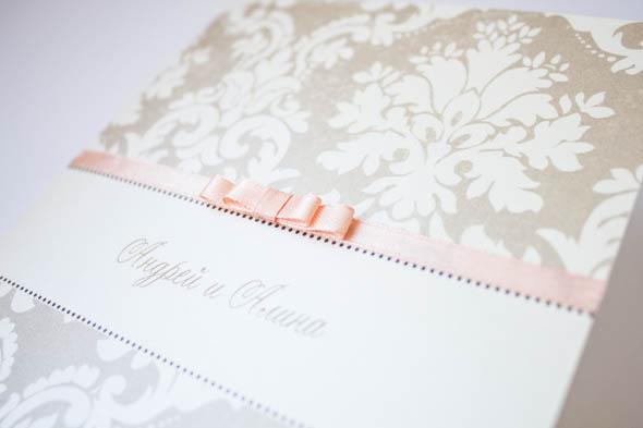 персиковая лента в свадебных приглашениях