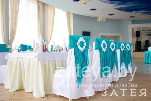 Оформление зала в цвете аквамарин
