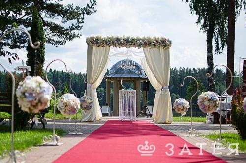 шатер с живыми цветами на свадьбу