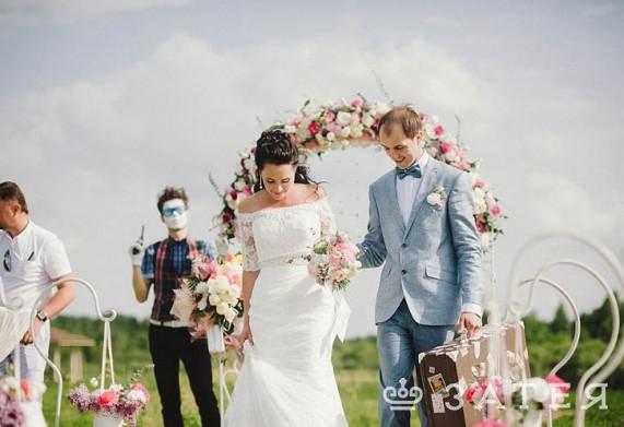 лизиантусы в свадебной флористике