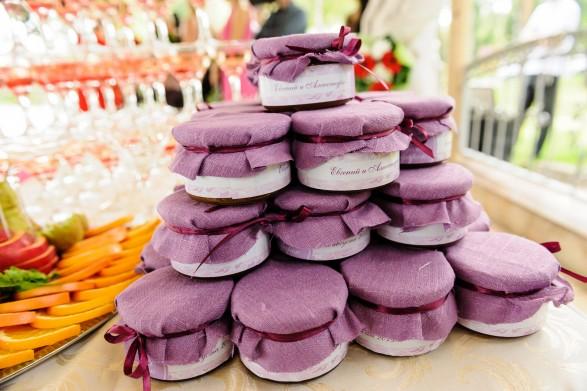 баночки с вареньем на свадьбе