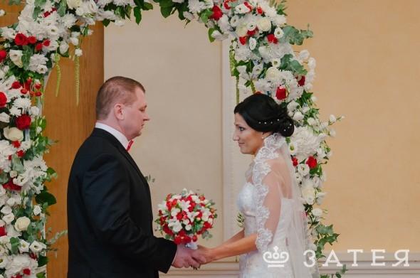 встреча жениха и невесты на свадьбе