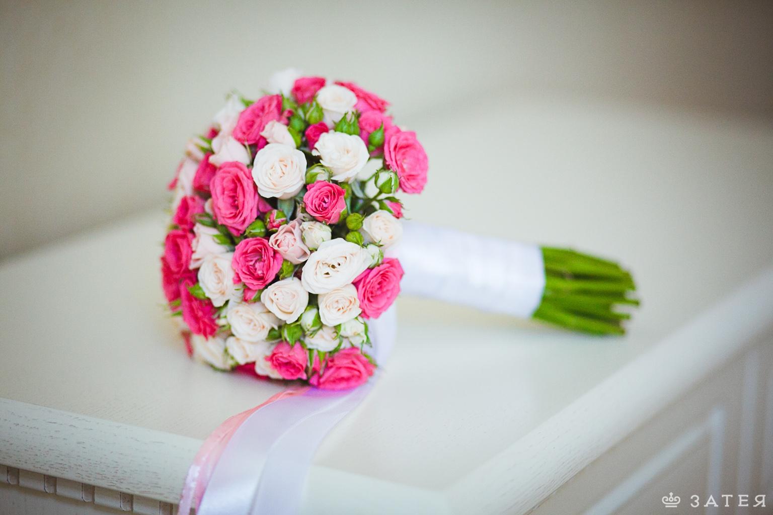 шикарный букет из роз на свадьбу
