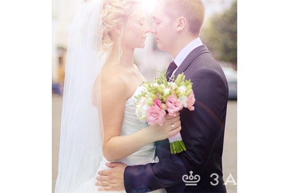 букет невесты из эустомы